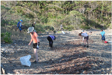 Amcor co-workers participate in a scientific expedition to capture and measure marine debris in the Whitsunday Islands, Australia